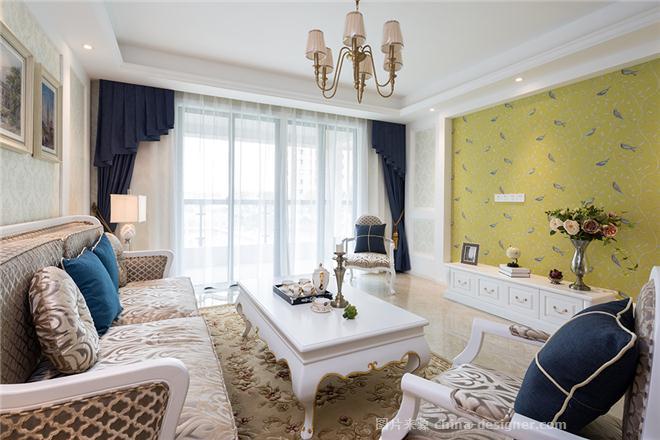 客厅多采用了带有图案的欧式经典壁纸与石膏板造型图片