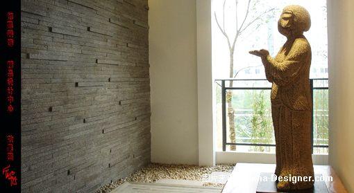 装修效果图;;; 花园阳台墙面用现代装饰手法,放置一陶俑,仿佛让人置身